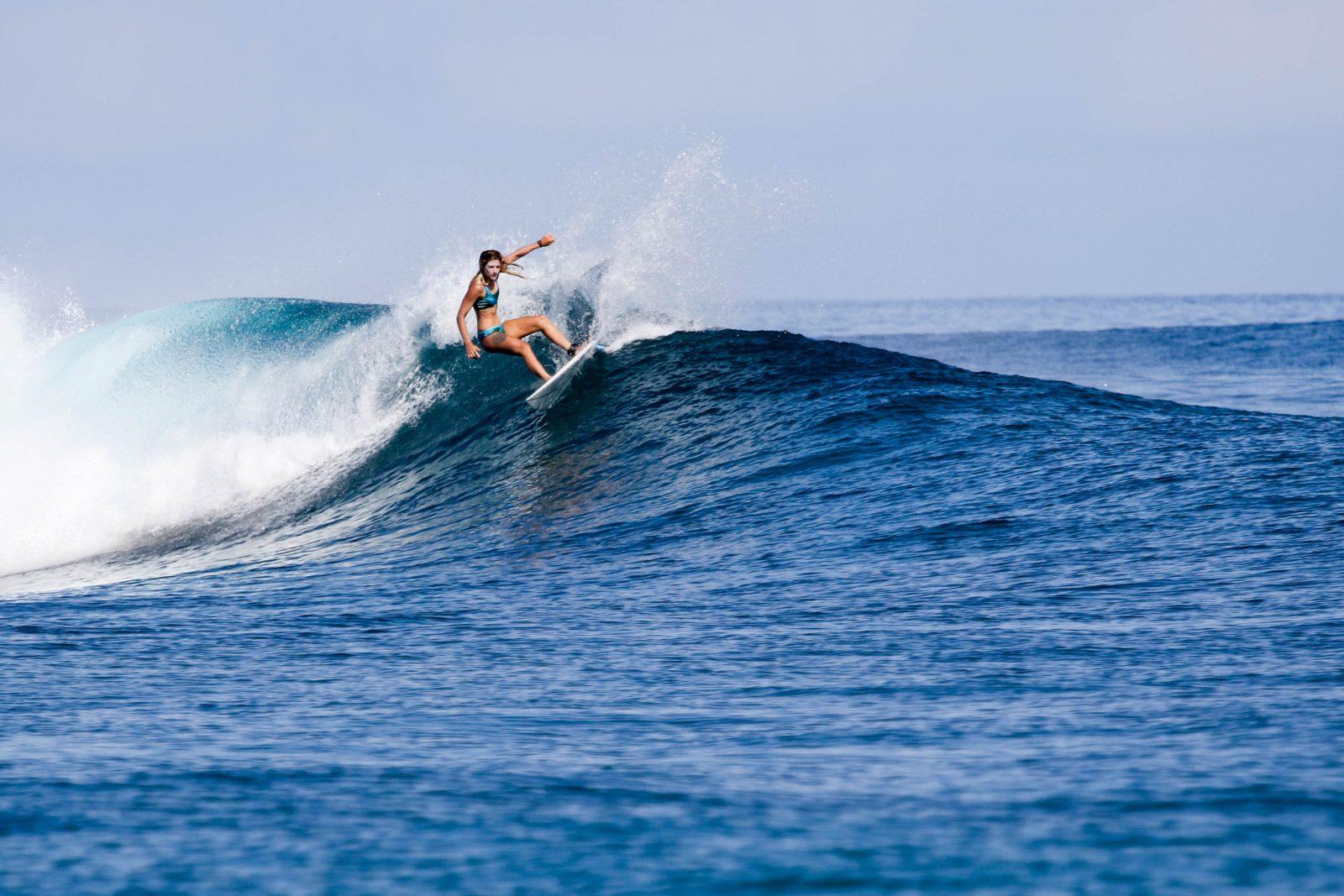 surf girl surfbikini zala